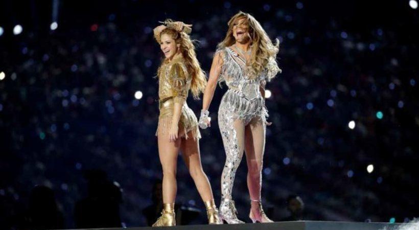 VIDEO: JLo nalguea a Shakira al terminar su show del medio tiempo