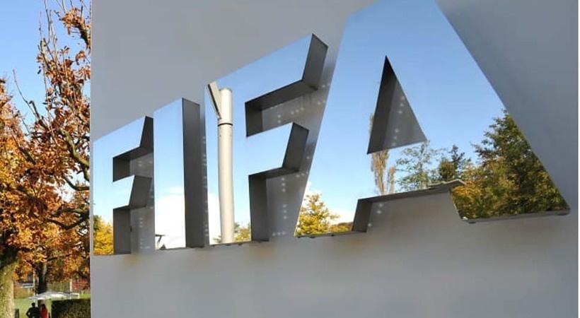Propone FIFA permitir cinco cambios por partido